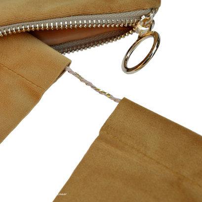 delight-department-velvet-oker-vlaggenlijn-detail-