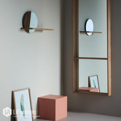 Spiegel met houten plank