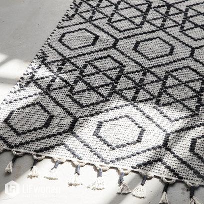 zwart-wit-vloerkleed-geometrisch